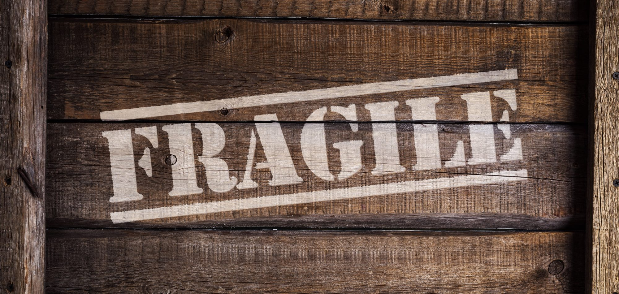 photo-fragile-box | choosing a reliable moving company